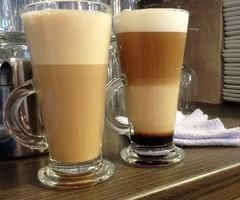 koffie verkeerd en 4-lagen koffie